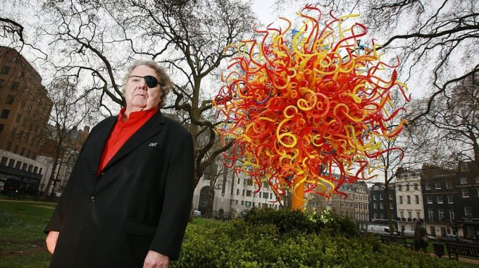 Chihuly Sued By Assistant